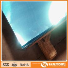 Feuillet en aluminium miroir filmé à l'aide d'un éclairage