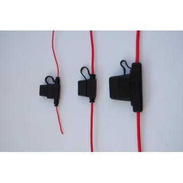 Piezas de cableado eléctrico con portafusibles.