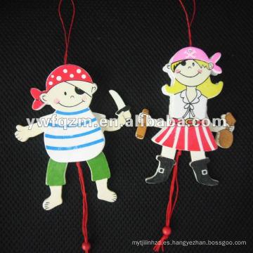 muñeco de cuerda de madera de diseño pirata para niños