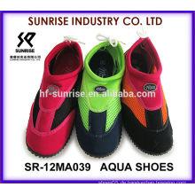SR-12MA039 Beliebte Männer Neopren Surfen Schuhe Kunststoff Strand Schuhe Wasser gehen Schuh Aqua Wasser Schuhe