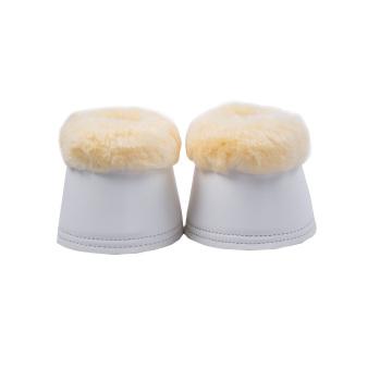Botas de pele de cordeiro com um par de pele sintética