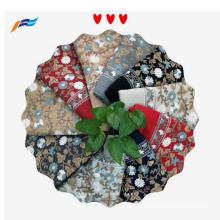 Foulard en polyester pour dames brodé floral design élégant