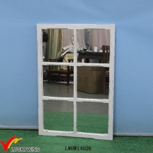 Weißer antiker hölzerner dekorativer Wand-Fenster-Spiegel