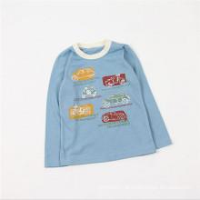 Os meninos diluem as camisas longas de duas cores da luva T com os carros imprimem de China