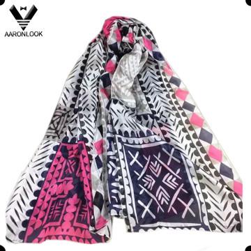Géométrie colorée d'automne de mode de mode imprimant l'écharpe pure de satin de soie
