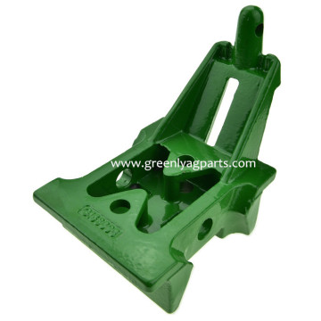 H153898 Поддержка John Deere Lower Idler Cast