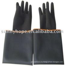 Черная резиновая перчатка для промышленного рабочего