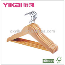 Venda quente cabide de roupa de madeira com barra redonda e entalhes