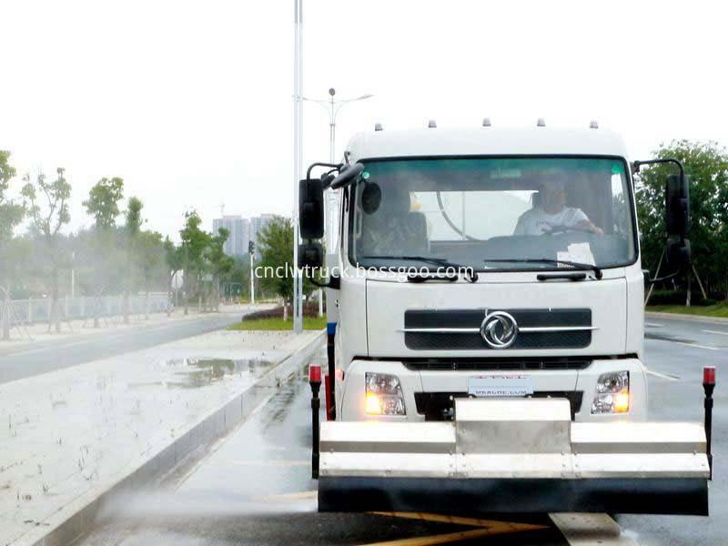 high pressure water jetting truck working 2