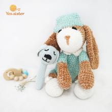 Brinquedo macio encantador do cão do animal de crochê