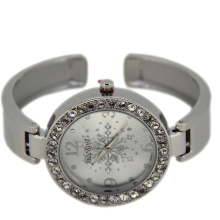 Beautiful Snow on Dial Fashion Bracelet Watch