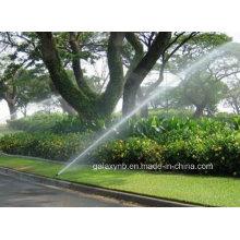 Vário enterraram do bocal do aspersor para irrigação de jardim