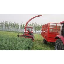 Weizenfeldhäcksler angetrieben von Traktor