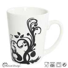 Porcelaine blanche avec pleine tasse de café en gros de décalque