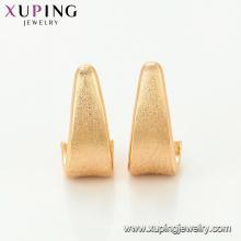 95067 Xuping diseños de aretes bañados en oro de 18 kilats simples para mujeres pendientes de uñas de uñas al por mayor de China sin piedra
