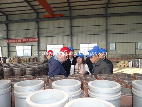 welcome customer to visit my factory