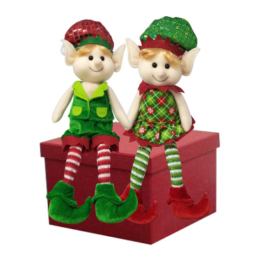 Elf mágico de Natal sentado boneca de pelúcia