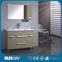 Напольная меланская ванная комната с раковиной