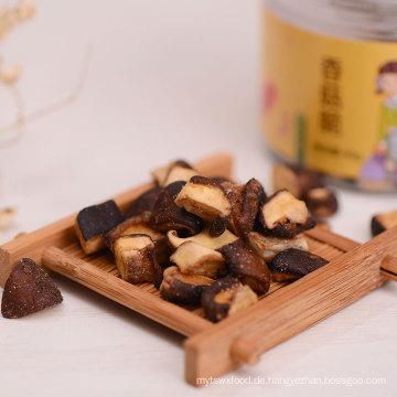 Chinesische Unterhaltung knackt getrocknete Pilzchips