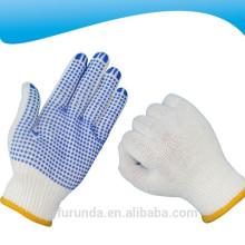 Gants de travail tricotés en coton blanc blanchi de calibre 10 avec des points en PVC sur la paume