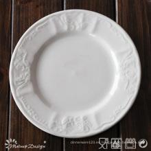 Plato de cena de diseño Classis en relieve blanco de porcelana