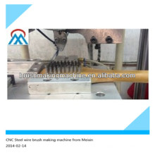 2 оси CNC автоматическая стальной проволоки щетка делая машину работать с стальным проводом вырезанные заранее в Китай alibaba