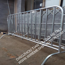 Roadside crowd control barricade fencing