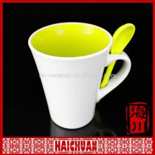 Taza del té de HCC con el colador