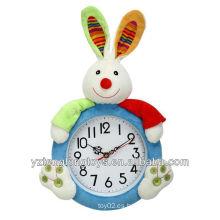 Regalos creativos promocionales y suaves del reloj del conejo de la felpa para los niños