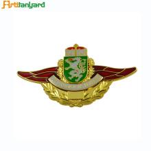 Badges en émail faits à la commande avec fermoir papillon