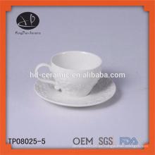 Taza y platillo de café de cerámica, taza y platillo de cerámica de la flor en relieve, taza de té europea