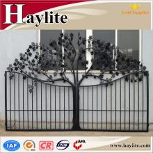 diseño de puerta de parrilla de tubo cuadrado de hierro fundido con bisagra