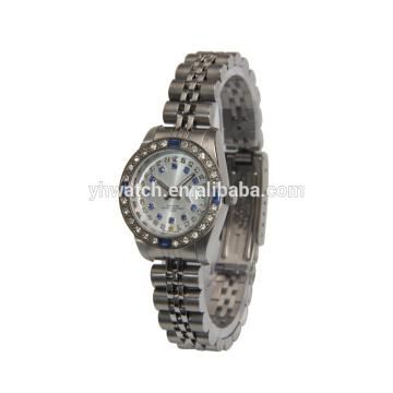 pierres bleues brillantes verre cristal convexe belles montres pour dames