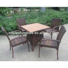 Relaxe a cadeira e a cadeira de jantar ao ar livre do rattan