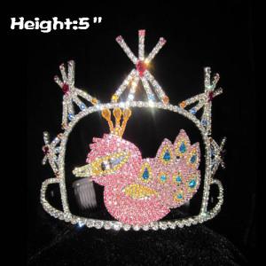 Preciosas coronas de cristal de pavo real