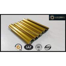 Perfil de aluminio para puerta enrollable con superficie de recubrimiento electroforético de oro