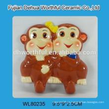 Percha de cerámica con diseño de mono