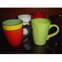 Keramische grüne Tasse mit Textur