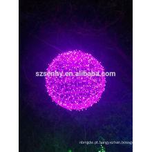 Grandes bolas decorativas iluminadas de Natal ao ar livre