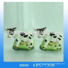 2016 Hot sale lovely ceramic cow salt and pepper shaker