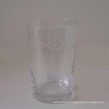Taza de cristal transparente con patrón grabado
