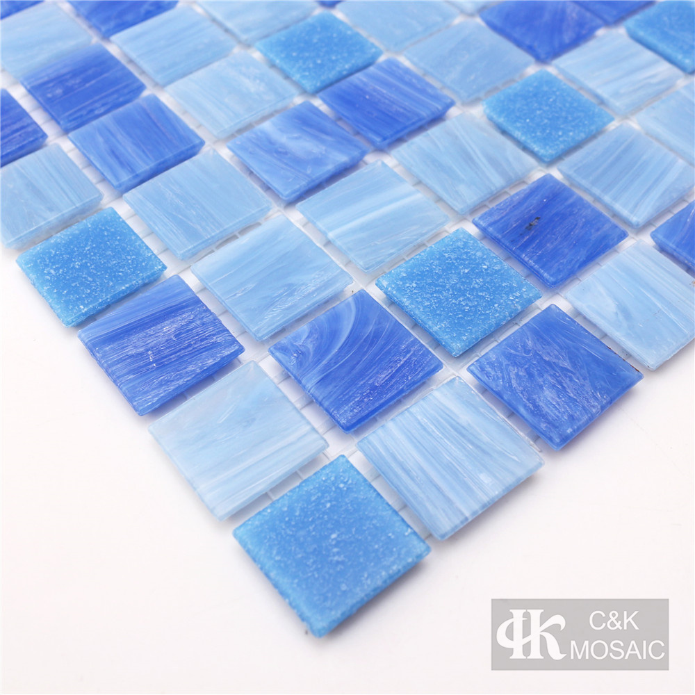 Patterned glass mosaic tiles