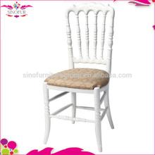 Mariage napoléon et fauteuil empilable