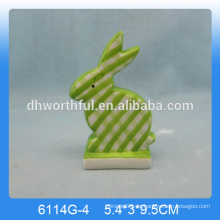 Estatuilla de conejo de cerámica encantadora, ornamento de conejo de cerámica
