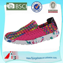 Las mujeres del hombre de la fábrica de China tejieron los zapatos del tejido, los zapatos elásticos del knit de la mano del cinturón, los zapatos elásticos tejidos hechos a mano