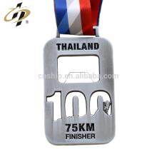 Maratona feita sob encomenda de prata antiga cortada dos esportes da maratona do abridor de garrafa da liga de zinco