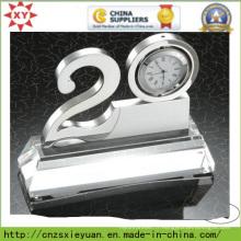 Trophée en métal avec horloge