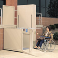 Pequeño ascensor para personas discapacitadas y personas mayores