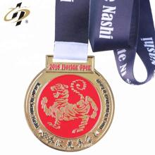 2018 nouveau design personnalisé karaté métal émail défi médailles
