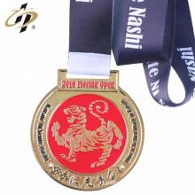 2018 novo design personalizado esmalte de metal karate desafio medalhas